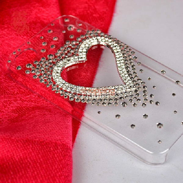 Material package: alloy silver heart-shaped accessories + some small diamond
